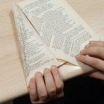 Fabriquer un sapin de Noël avec un vieux livre : étape 4.