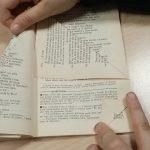 Fabriquer un sapin de Noël avec un vieux livre : étape 5bis.