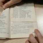 Fabriquer un sapin de Noël avec un vieux livre : étape 5.