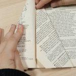 Fabriquer un sapin de Noël avec un vieux livre : étape 6.