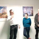 Présentation de l'exposition avec les deux artistes devant les sténopés de Gérard Joblot.